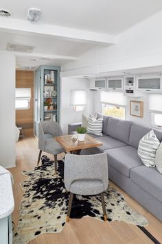 Camper Makeover Discover An HGTV Designer Gave This Fifth Wheel A Complete Makeover Get a look inside this remodeled fifth wheel trailer. Celebrity designer Jo Alcorn gave the old water-damaged fifth wheel a complete makeover. House, Interior, Home, Remodel, Tiny House Living, Rv Living, Diy Camper Remodel, Hgtv Designers, Interior Design