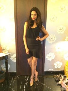 Deepika Padukone during Finding Fanny promotions. Bollywood Saree, Bollywood Fashion, Bollywood Actress, Finding Fanny, Dipika Padukone, Deepika Padukone Style, Skirt Fashion, Fashion Outfits, Indian Film Actress
