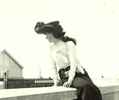 Downton Abbey Era -  Girl-on-a-wall---Dublin-1904