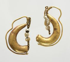 Pair of earrings with pearls Unknown artist, Roman Pair of earrings with pearls, 1st century CE-3rd century CE Gold; pearl