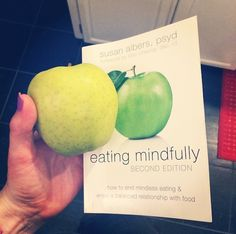a guide to eating mindfully // fuel for the journey #intuitiveeating #mindfuleating #healthy