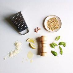 Añade un toque diseño a tu mesa, sal-pimentero en madera natural o color blanco. Shop now ow.ly/QLXS3