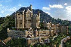 """Kaum eine Nation kopiert so gekonnt wie die Chinesen. In Dalian in der Provinz Liaoning hat jetzt das Hotel """"The Castle"""" eröffnet – das so aussieht wie Deutschlands berühmtestes Schloss."""