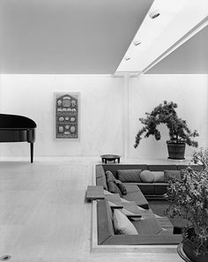 Irwin and Xenia Miller House - Architect Eero Saarinen, Columbus, IN, 1958 - photo Ezra Stol I will have a conversation pit in my home one day.