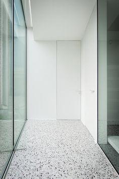 composite floor xxx l grigio venato Terrazo Flooring, Granite Flooring, Concrete Floors, Concrete Furniture, Grey Flooring, White Concrete, Polished Concrete, Composite Flooring, Vanity Room