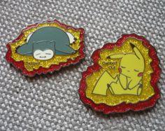 x broches Tamponné sur Pokemon par DesignsByDonnyLLC sur Etsy Pokemon Pins, Pin Pics, Vintage Marketplace, Hat Pins, Geek Stuff, Unique Jewelry, Creative, Handmade Gifts, Free Shipping