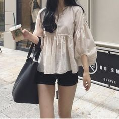 Korean Fashion Trends you can Steal – Designer Fashion Tips Korean Girl Fashion, Korean Fashion Trends, Korean Street Fashion, Ulzzang Fashion, Korea Fashion, Asian Fashion, Basic Outfits, Korean Outfits, Girly Outfits