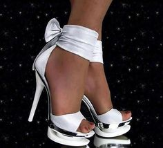 Everything You Didn't Know You Wanted to Know About High Heels: Platforms, Wedges, and Pumps. Pretty Shoes, Beautiful Shoes, Cute Shoes, Me Too Shoes, Gorgeous Heels, Awesome Shoes, Hot Heels, Sexy High Heels, Classy Heels