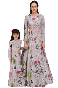 Payal Singhal presents Mother and Daughter lilac printed lehenga set available only at Pernia's Pop Up Shop. Dress Indian Style, Indian Dresses, Indian Outfits, Indian Clothes, Indian Wear, Mom Daughter Matching Dresses, Mother Daughter Outfits, Mother Daughters, Mom And Baby Outfits