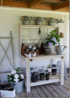potting bench simple – use the old windows in stock - Modern Outdoor Potting Bench, Potting Tables, Garden Projects, Wood Projects, Garden Ideas, Garden Crafts, Fairy Furniture, Furniture Ideas, Potting Sheds
