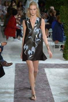 Tod's RTW Spring 2015 #fashion #marche #lemarche #italy #italian #woman