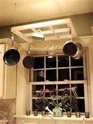 Aprovechando una vieja ventana para organizar los utensilios de la cocina #upcycle #window #ventana #reutilizada