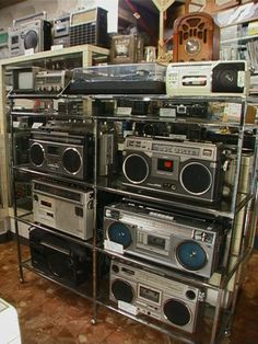2004年と2005年のラジオ・ラジカセミニ博物館 Cassette Recorder, Tape Recorder, Hi Fi System, Audio System, High End Audio, Boombox, Audio Equipment, Audiophile, Radios