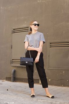 For a hot fall day I am wearing a trousers and t-shirt combo with some flats and Chanel handbag. Chanel Outfit, Chanel Fashion, Chanel Flats, Chanel Bag Classic, Chanel Ballerina, Ballet Flats Outfit, Over 60 Fashion, Fashion Black, Fashion Pants