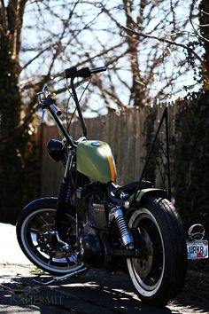 Typically not a big fan of large ape hanger handlebars but this bobber is pretty
