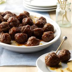 Holiday Appetizer Meatballs Holiday Snacks, Christmas Snacks, Christmas Cooking, Holiday Recipes, Holiday Parties, Christmas Eve, Christmas Recipes, Meat Appetizers, Thanksgiving Appetizers