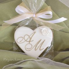 Amaretti from Italy - HQ Recipes Wedding Shower Cookies, Wedding Cake Cookies, Cookie Wedding Favors, Bridal Shower Favors, Fancy Cookies, Cute Cookies, Royal Icing Cookies, Owl Cookies, Sweet Table Wedding