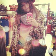 Photo by monikamandoki Leo, Fur Coat, Hats, Instagram Posts, Shopping, Style, Fashion, Swag, Moda