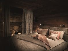 Our colours Terra and Rostrot are a perfect match, when it comes to rustic or country style living. Linen gives bedding the necessary structure to ft the furnishing. Perfect Match, Country Style, Things To Come, Colours, Rustic, Inspiration, Apartments, Bedding, Furniture