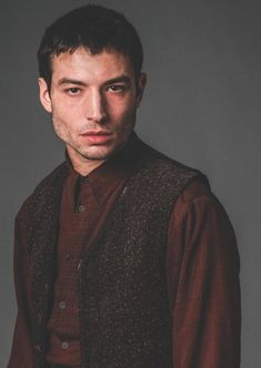 New image of Credence. Ezra Miller, Harry Potter Films, Harry Potter Universal, Credence Fantastic Beasts, Alison Sudol, Male Witch, Crimes Of Grindelwald, Fantastic Beasts And Where, Beautiful Person