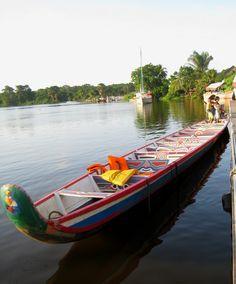 bateaux traditionnels DES DOM-TOM : canot africain de Guyane