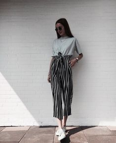 33 T shirts Street Style Looks For Moms - Global Outfit Experts Mode Outfits, Fashion Outfits, Womens Fashion, Fashion Trends, 6th Form Outfits, Club Outfits, Fashion Clothes, Summer Outfits, Casual Outfits