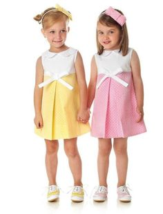 Jacquard girls dress in pastel yellow with hairbow. Jacquard meisjesjurkje in pastel geel met diadeem.