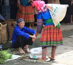 Mujeres Hmong Tao en el mercado de Bac Ha (Vietnam)