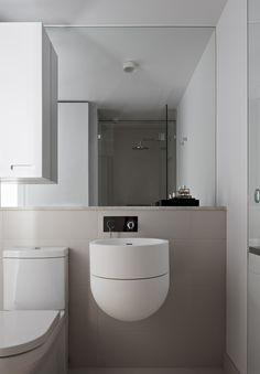 ... mirrorwall + special washbasin design