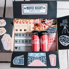 movie night at home Idee de Cadeau 2019 - DIY Geschenk Kino Box Diy Gifts For Girlfriend, Diy Gifts For Dad, Diy Gifts For Friends, Boyfriend Gifts, Diy Christmas Gifts For Boyfriend, Christmas Diy, Christmas Baskets, Gift For Sister, Gifts In A Box