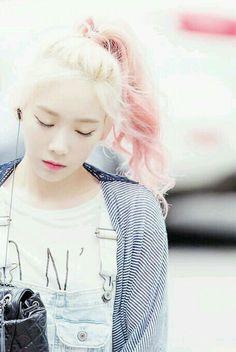 Taeyeon_Pinkhair