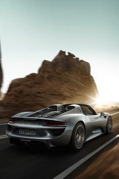 Luxury car Porsche 918 Spyder - HTXINTL