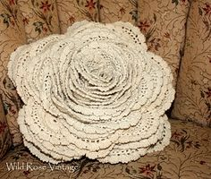 This is so pretty, if i ever find a piece of vintage lace that long I'm going to make this!