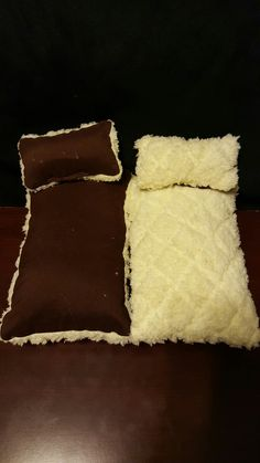 Www.ksmsdragonlandings.com Custom made bearded dragon hammocks, pillow beds and wooden beds with accessories.