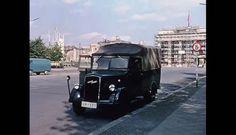 Brandenburger Tor (eingerüstet), Wagen der Volkspolizei Berlin 1957