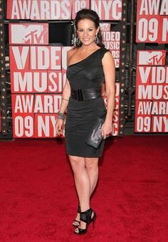 Kara DioGuardi on the red carpet at the 2009 MTV Video Music Awards in New York City.