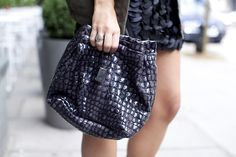 Isn't this a nice croc-effect on this Unique bag?!