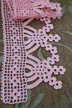 Towel edge Best Picture For crochet bebes For Your Taste You are looking for something, and it is go Crochet Edging Patterns, Crochet Lace Edging, Crochet Motifs, Crochet Borders, Crochet Diagram, Love Crochet, Baby Knitting Patterns, Crochet Designs, Crochet Doilies