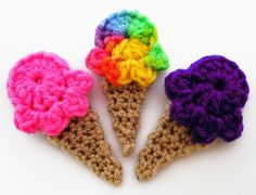 Crochet ice cream cones, would be a cute add-on to a baby blanket or onesie Crochet Food, Love Crochet, Crochet Gifts, Crochet Flowers, Crochet Fruit, Appliques Au Crochet, Crochet Motif, Yarn Projects, Crochet Projects