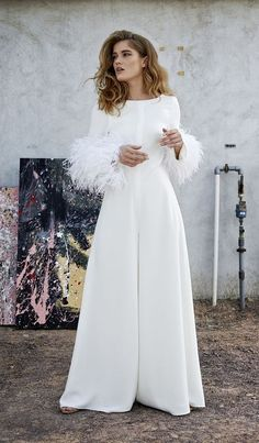 A modern minimalism jumpsuits make a fresh statement for brides on their wedding day. Make Brides fuss free and on her wedding day, They want something simple, but elegant. A bridal jumpsuit is a c… Bridal Gowns, Wedding Gowns, Wedding Pantsuit, Wedding Jumpsuit, Ribbed Knit Dress, Mode Chic, Knot Dress, Frack, Tube Dress