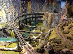 Ponderings over the pond: A giant miniature train place N Scale Model Trains, Model Train Layouts, Scale Models, Train Ho, Train Miniature, Escala Ho, Train Museum, Hobby Shops Near Me, Hobby Trains