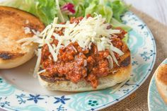 Hormel Chili Copycat recipe: This is a delicious copycat recipe for Hormel Chili.They add a unique flavor and texture to the chili. Copycat Recipes, Meat Recipes, Dinner Recipes, Cooking Recipes, Healthy Recipes, Recipies, Sandwich Recipes, Healthy Dinners, Recipes