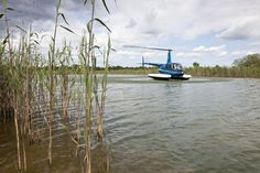 Come and land on the water, Robinson Helicopter with Floats