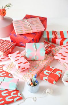 Creative DIY Gift Wrapping Ideas For Kids: Personalize Their Presents For Birthdays, Christmas, Or Just To See Them Smile. Creative DIY Gift Wrapping Ideas for Kids Creative Gift Wrapping, Present Wrapping, Gift Wrapping Paper, Wrapping Ideas, Creative Gifts, Wrapping Paper Design, Wrapping Papers, Pretty Packaging, Gift Packaging