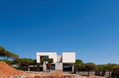 House in Praia Verde / Nelson Resende Architect