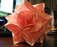Flower origami ball | Super easy, fun, and all you need are post it notes! (And some double-sided sticky tape. Or just scotch tape, but making tape rolls gets tedious.)
