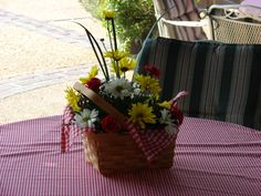 Table centerpieces in picnic baskets.