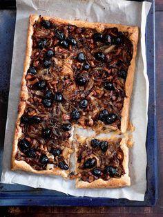 Proslulý francouzský cibulový koláč jsme vylepšili pevnými a křupavými liškami.