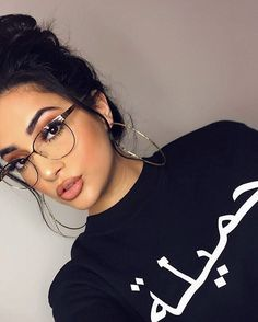 Glasses eye makeup eyewear New Ideas – Brille Make-up Glasses Eye Makeup, Fashion Eye Glasses, New Glasses, Girls With Glasses, Girl Glasses, Glasses Outfit, Glasses For Round Faces, Glasses For Your Face Shape, Glasses Style