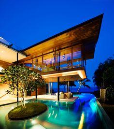 Endless Summer: 10 Homes To Never Lose the Sun - piscina entorno do terraco, e jardim dentro da piscina tambem !